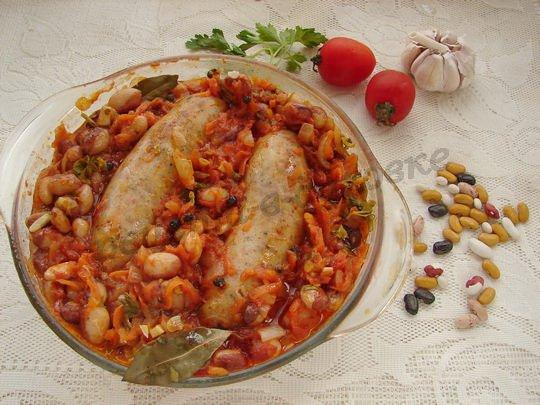 фасоль в томатном соусе с колбасками