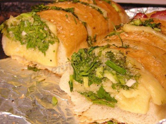 багет с зеленью и чесноком