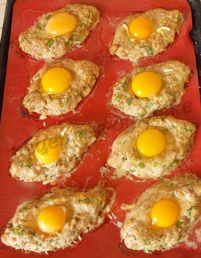 как приготовить шницель с яйцом сверху
