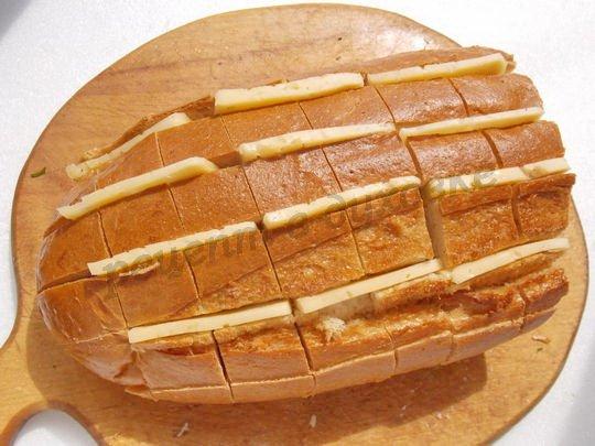 фаршируем батон сыром