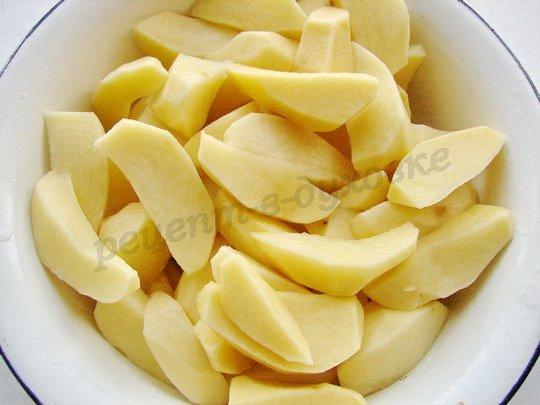 очистим и нарежем картофель