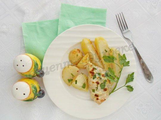 куриные грудки, запечённые в сметане с картошкой