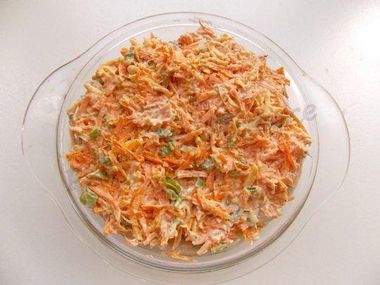 на курицу выкладываем морковную смесь