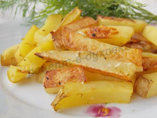 молодая картошка запечённая кусочками