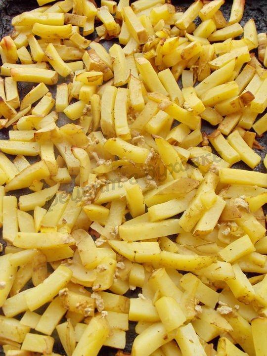 запекаем картофель фри