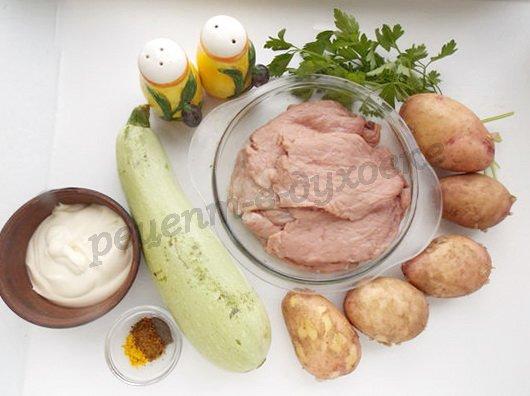 ингредиенты для запечённой молодой картошки с кабачком и свининой