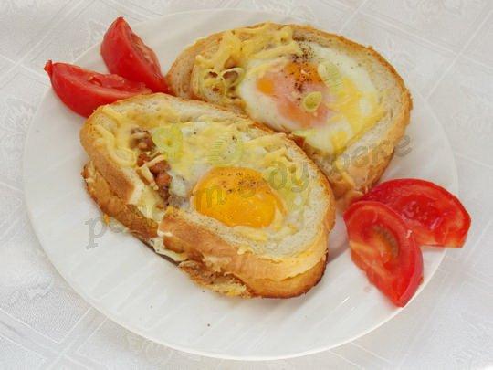 горячие бутерброды с фаршем и яйцом