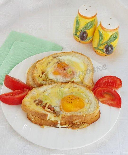 горячие бутерброды с фаршем и яичницей