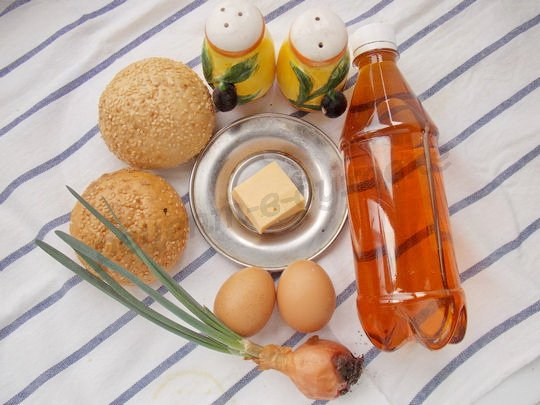 ингредиенты для булочек с яйцом