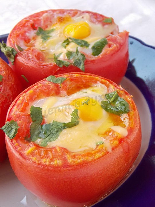 помидоры, запечённые с яйцами