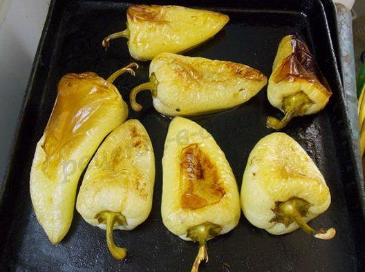 запекаем перцы в духовке