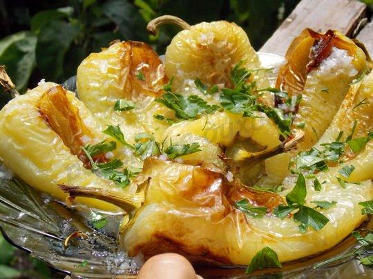 вкусный печёный перец с зеленью