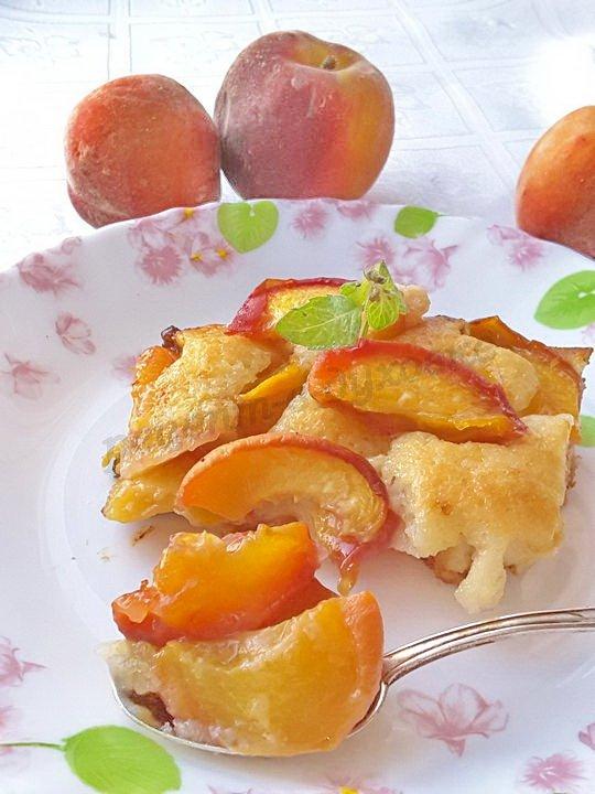 коблер с персиками