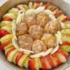 Кабачки, картошка и помидоры, запечённые с котлетами