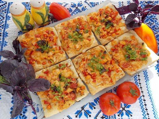 порционные пиццы из слоёного теста