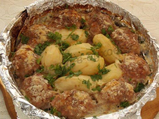 картошка с котлетами в духовке