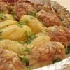 Котлетки, запечённые с картошкой в сметанной подливке