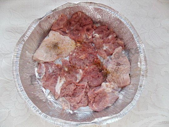 выкладываем мясо в форму