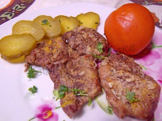 запечённое кусочками мясо с горчицей