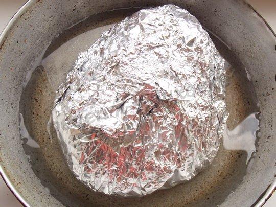 заворачиваем мясо в фольгу