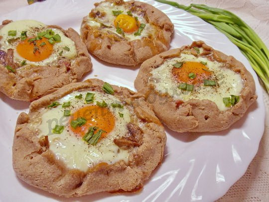 галеты с яйцом и шампиньонами