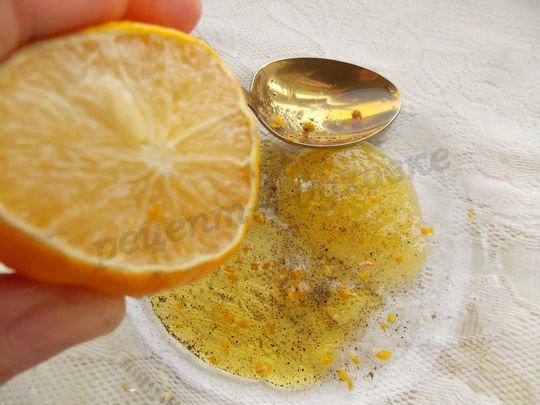 соединяем мёд, лимонную цедру и сок, масло и специи
