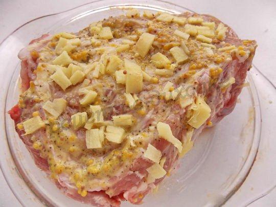 маринуем мясо в смеси специй, имбиря и горчицы