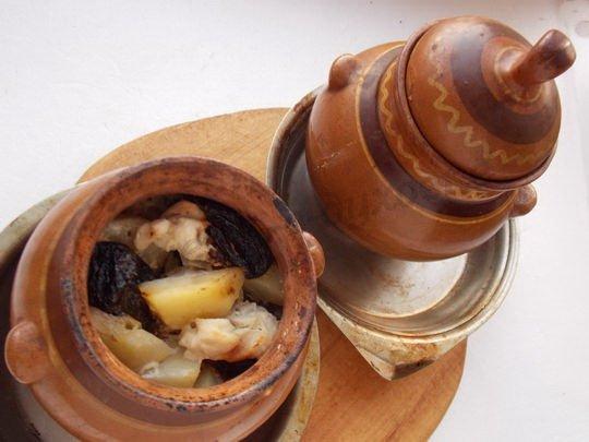 как приготовить картофельное жаркое с черносливом в духовке