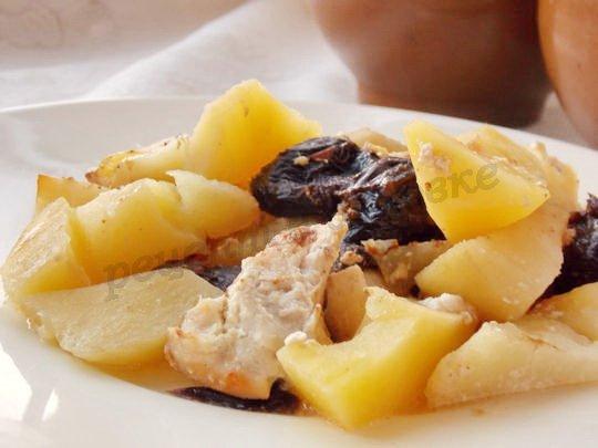 рецепт вкусного жаркого с черносливом и картофелем в горшочках
