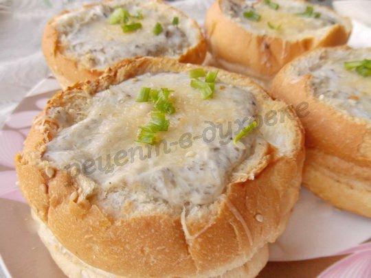 грибной суп в булке