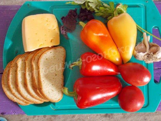 ингредиенты для брускетты с перцем