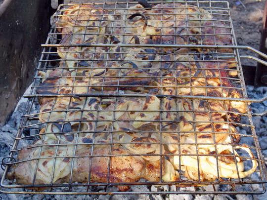 готовим барбекю на мангале